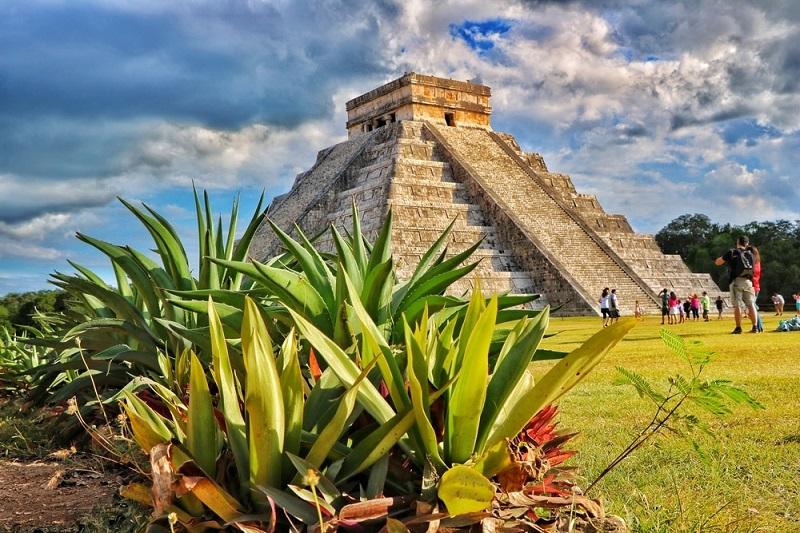 Pirâmide Kukulcán em Chichen-Itzá