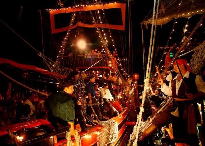 7) Jantar no barco do Capitão Gancho