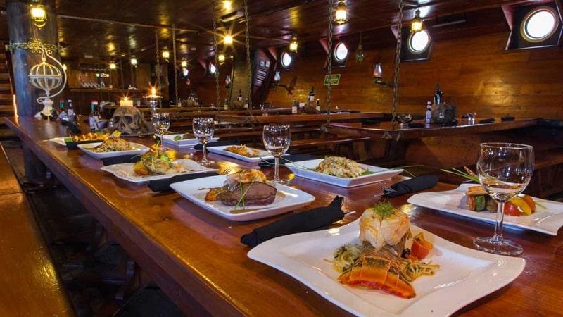 Jantar no barco do Capitão Gancho em Cancún