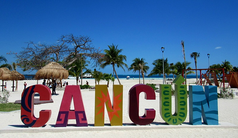 Letreiro na Playa Langosta em Cancún