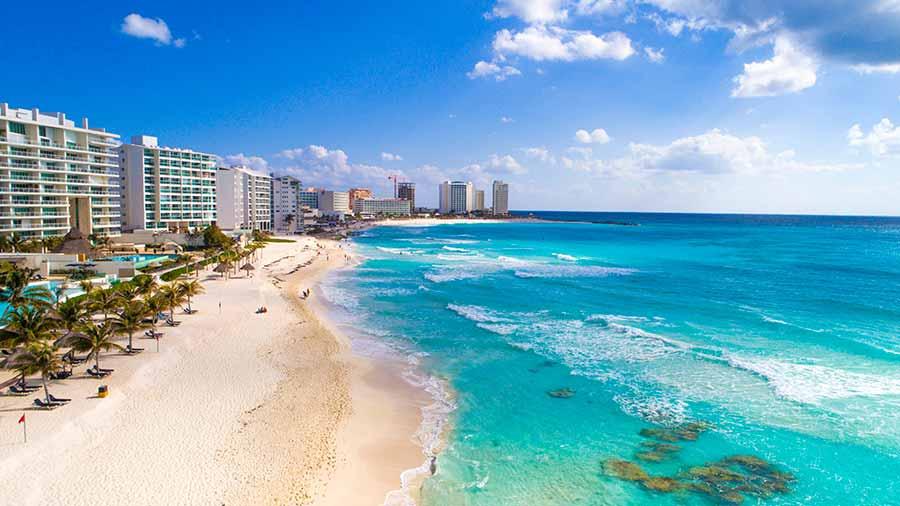 4) Shopping Quinta Alegria em Cancún Localizado numa das esquinas mais movimentadas de Cancún, o Shopping Quinta Alegria não é muito grande como o La Isla ou o Kukulcan Plaza, mas tem lojas famosas e muito procuradas pelos turistas, como Victoria's Secret, Nike, Forever 21, American Eagle, Ultrafemme, Body Shop, L'Occitane e uma loja autorizada da Apple. É um lugar bem legal para fazer compras em Cancún.