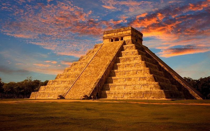 Pirâmide Kukulcán no Chichen Itzá