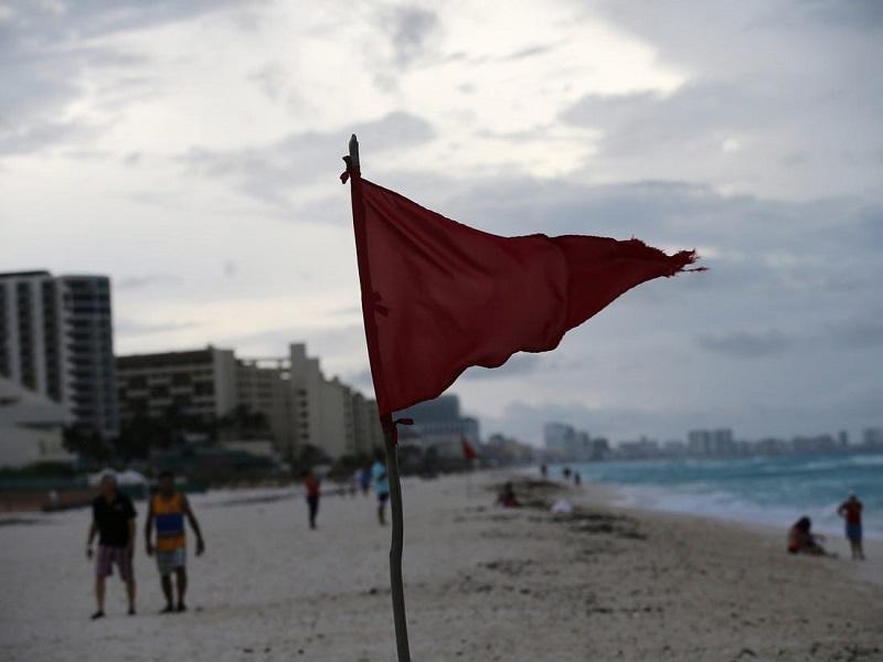 Placa sinalizadora de perigo em praias
