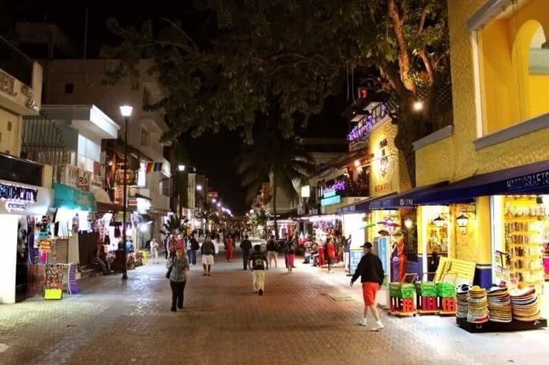 Quinta Avenida para comprar calçados em Cancún