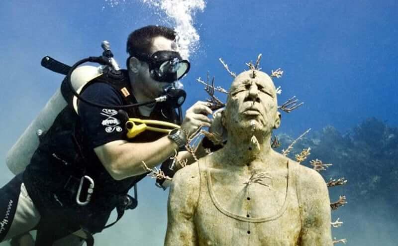 Mergulho no Museu Subaquático de Arte em Cancún
