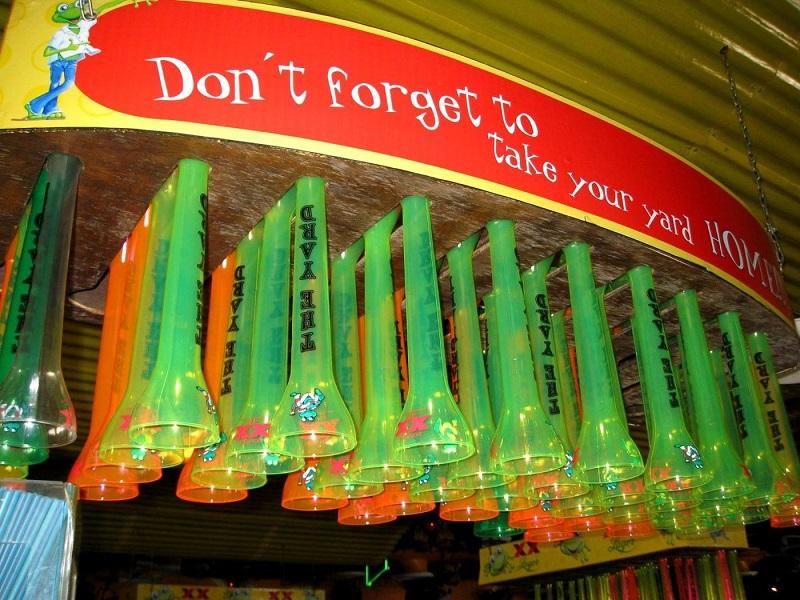 Copos coloridos da Señor Frog's em Cancún