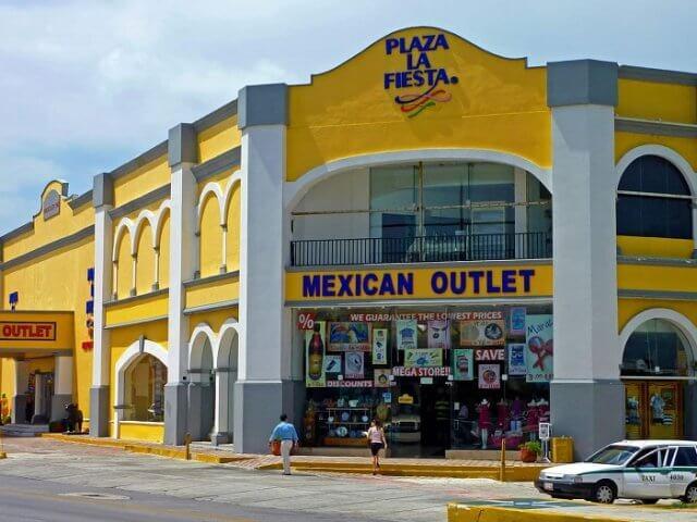Plaza La Fiesta Mexican Outlet em Cancún