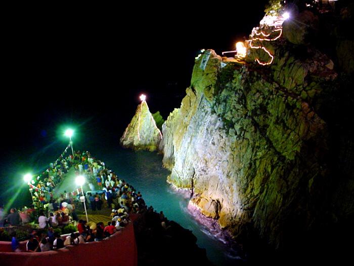 Noite em La Quebrada em Acapulco