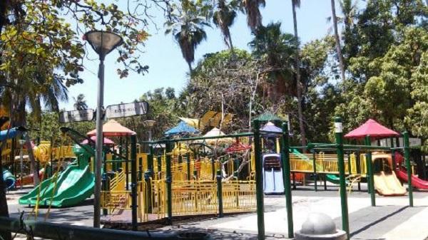 Diversão no Parque Papagayo em Acapulco