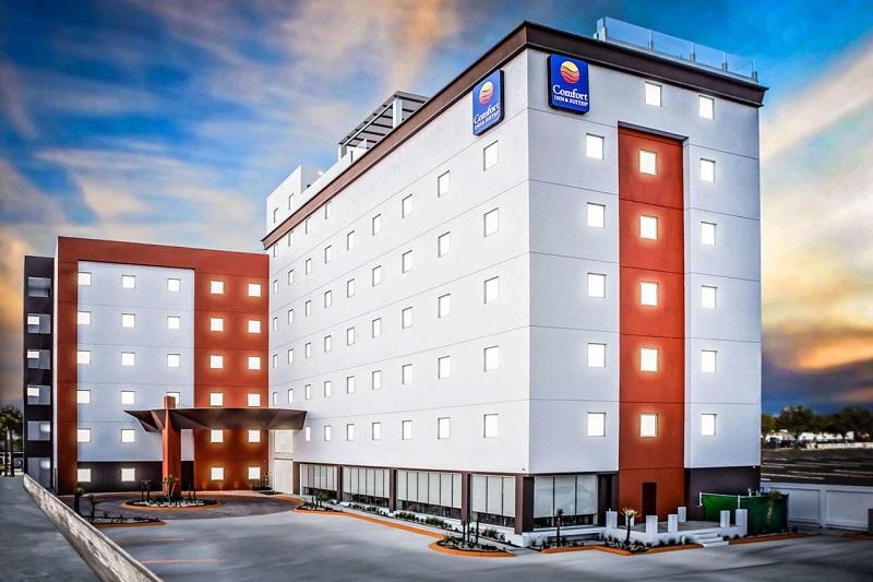Fachada do Hotel Comfort Inn & Suites Los Cabos em Cabo San Lucas