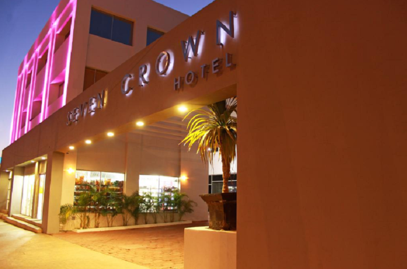 Fachada do Hotel Seven Crown Express & Suites em Los Cabos em Cabo San Lucas