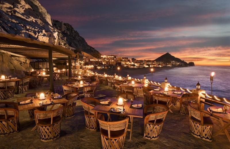 Curtir à noite no restaurante El Farallon em Los Cabos