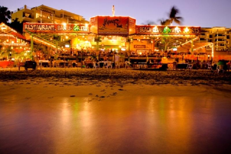 Mango Deck Restaurant, Bar e Beach Club em Los Cabos