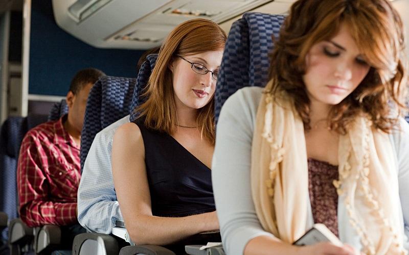 Pessoas em um voo para o México