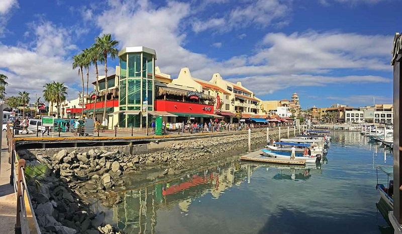 Compras no Shopping Plaza Bonita em Los Cabos