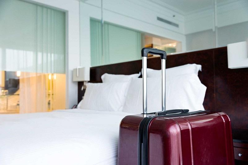 Mala em quarto de hotel