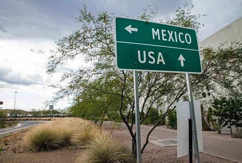 Placa indicativa México e EUA