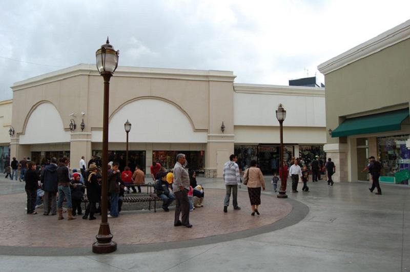 Pessoas no Shopping Plaza Río Tijuana