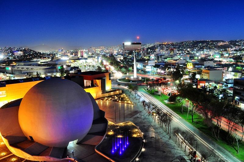 Centro de Tijuana de noite iluminada