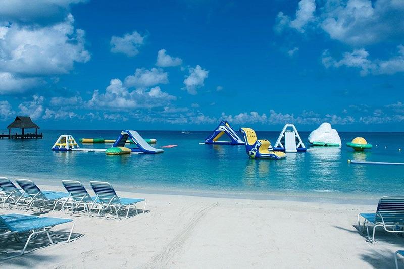 Diversão na Paradise Beach em Cozumel