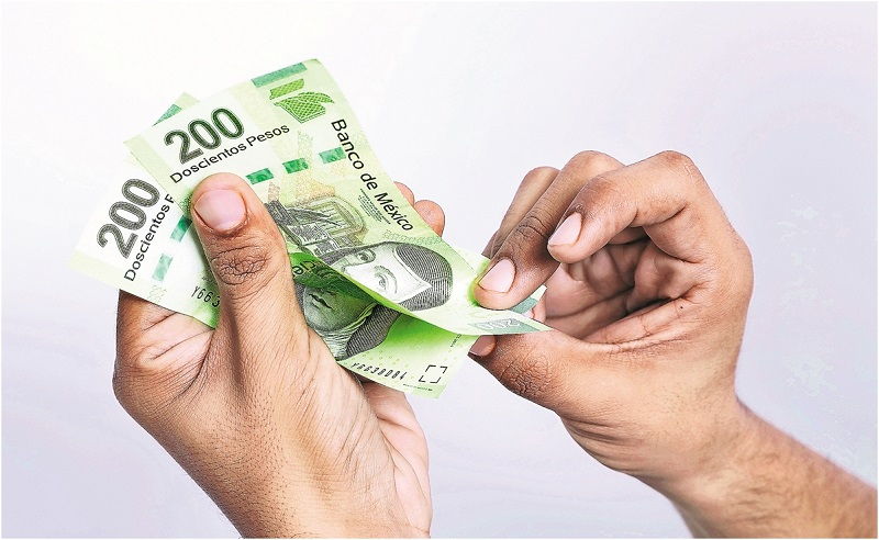 Contando pesos mexicanos