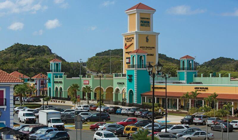 Estacionamento do Premium Outlets Punta Norte na Cidade do México
