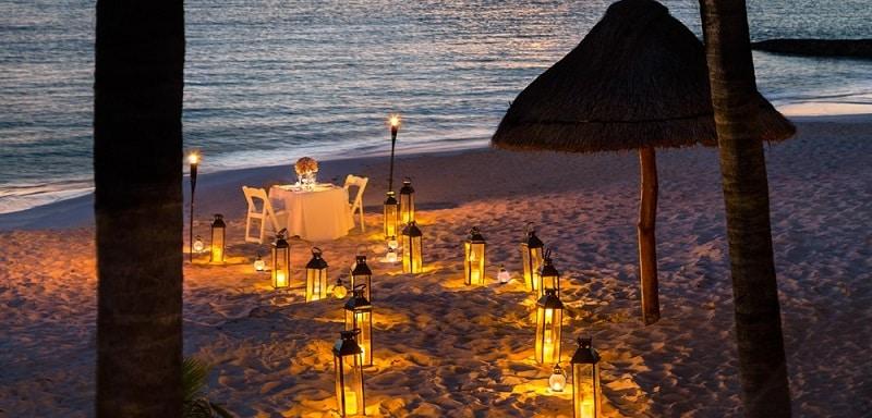 Jantar romântico em praia de Cancún