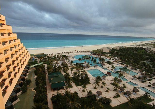Época de furacões e terremotos em Cancún