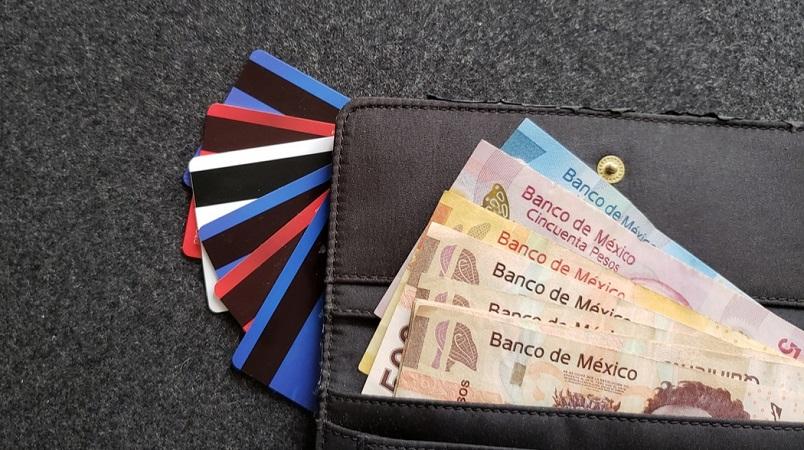 Pesos mexicanos e cartões - Carteira