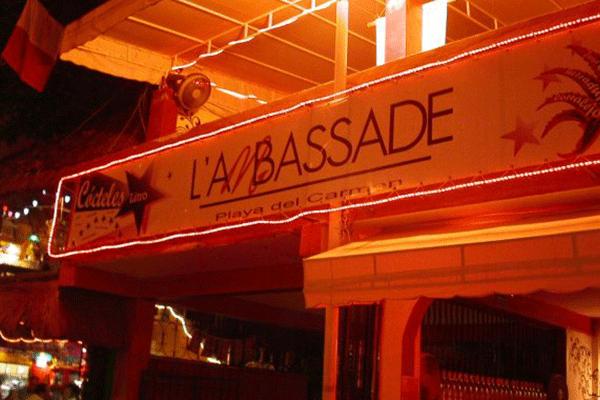 Bar L'Ambassade em Playa del Carmen
