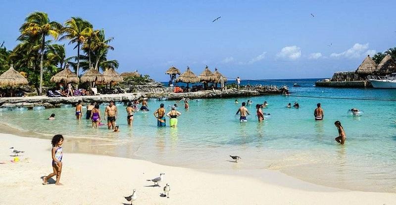Turistas em Playa del Carmen